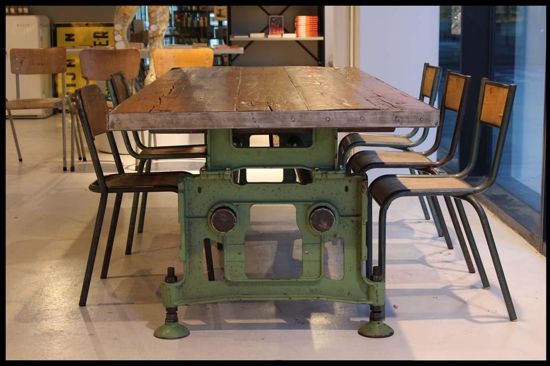 Oude Industriele Tafel.Industriele Tafel Roestiek
